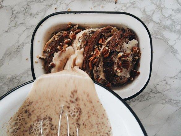 Razowy bread pudding z pekanami 56