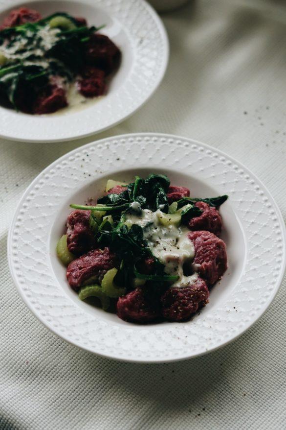 Gnocchi buraczane z sosem gorgonzolowym 38