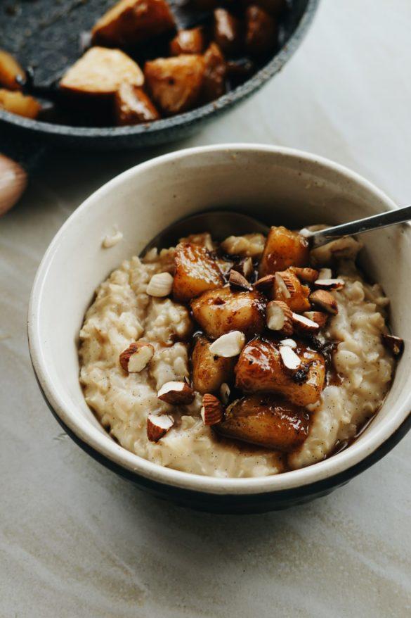 Migdałowa ryżanka z brązowego ryżu z karmelizowaną gruszką 66