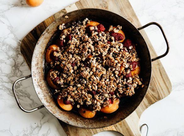 Owoce pod czekoladowo-owsianą kruszonką dla Hello Zdrowie 68