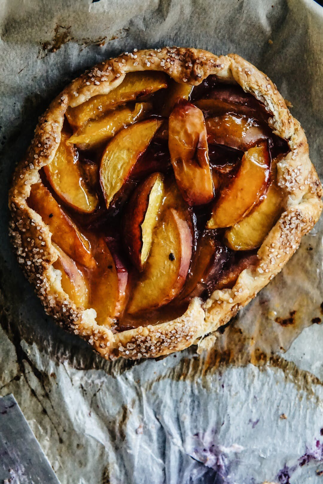 Proste listkujące ciasto z owocami - galette 16