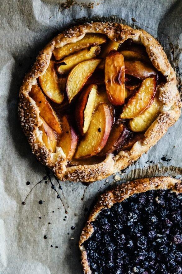 Proste listkujące ciasto z owocami - galette 34