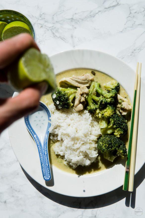 Tajskie zielone curry z kurczakiem i brokułem 18