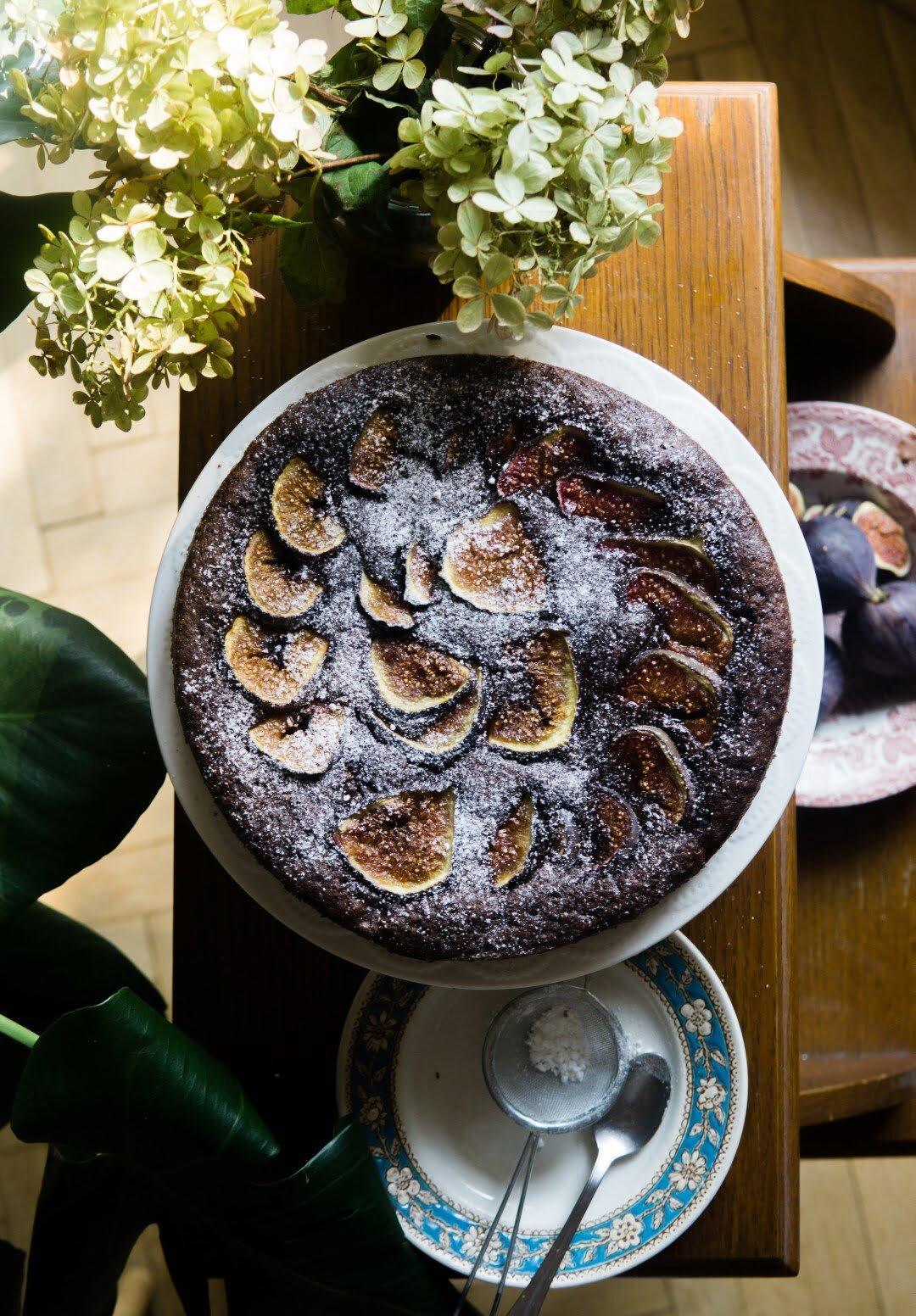 Wilgotne ciasto czekoladowe z figami 3