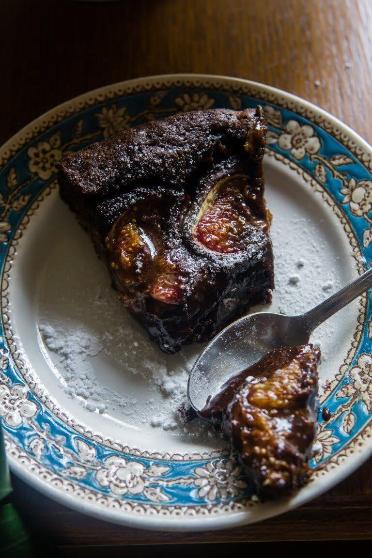 Wilgotne ciasto czekoladowe z figami 4