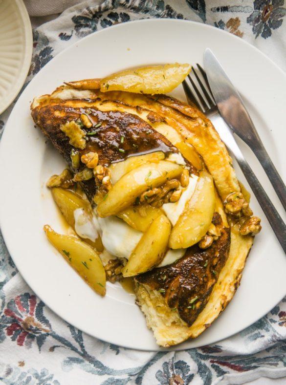 Omlet na maślance z karmelizowaną gruszką 4