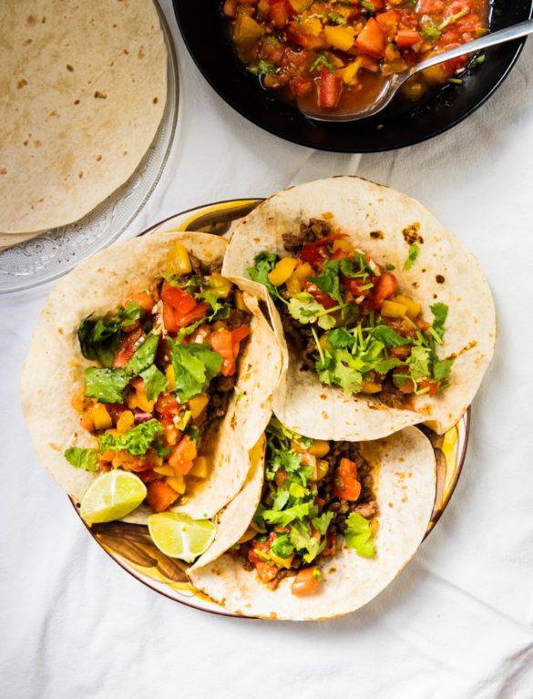 Tacos z wołowiną i salsą pomidorowo-śliwkową 6