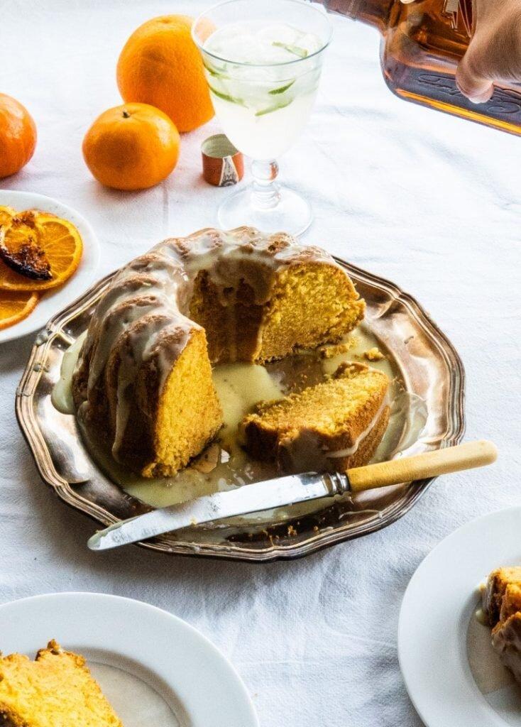 Pomarańczowa babka na likierze Cointreau z polewą z białej czekolady 2