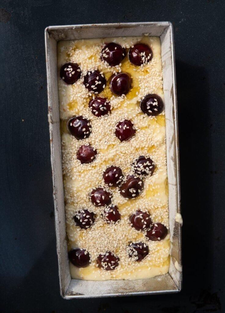 Wiśniowe ciasto z sezamem i limonką 2